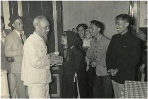 Sưu tập ảnh Chủ tịch Hồ Chí Minh thăm và chúc Tết ở Hà Nội lưu tại Kho cơ sở Bảo tàng Hồ Chí Minh