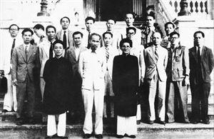 Bác Hồ với cụ Huỳnh Thúc Kháng
