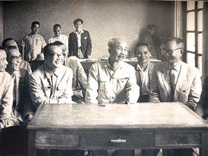 Quan điểm của Chủ tịch Hồ Chí Minh về chuẩn của cán bộ lãnh đạo