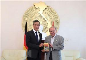 Nhà báo Kapfenberger ra mắt cuốn sách về Chủ tịch Hồ Chí Minh tại Đức