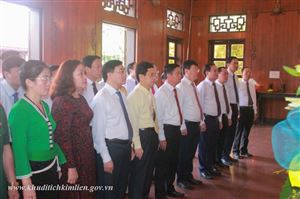 Đoàn đại biểu Tỉnh ủy Nghệ An dâng hương tưởng niệm Chủ tịch Hồ Chí Minh tại Khu di tích Kim Liên