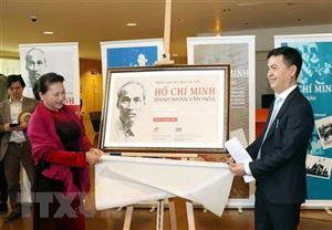"""Triển lãm tài liệu lưu trữ """"Hồ Chí Minh - Danh nhân Văn hóa"""" tại Pháp"""