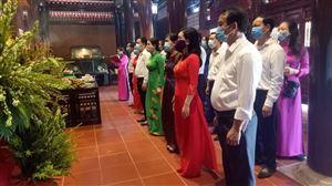 Sở Văn hóa và Thể thao Nghệ An dâng hương tưởng niệm và tri ân Chủ tịch Hồ Chí Minh