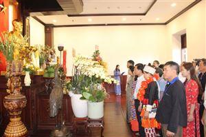 Đoàn đại biểu Già làng, Trưởng bản tiêu biểu các dân tộc vùng biên giới – lịch sử cách mạng các tỉnh phía Bắc đến dâng hương, dâng hoa tưởng niệm Chủ tịch Hồ Chí Minh tại Bảo tàng Hồ Chí Minh – chi nhánh Thành phố Hồ Chí Minh