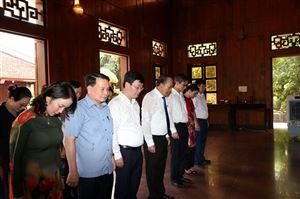 Đồng chí Trương Hòa Bình - Ủy viên Bộ chính trị, Phó thủ tướng thường trực Chính phủ nước Cộng Hòa XHCN Việt Nam về thăm Khu di tích Kim Liên