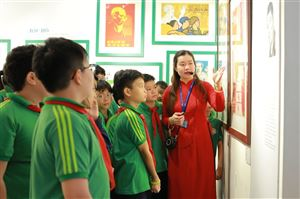 Một hoạt động vui vẻ, ý nghĩa của Cô và trò Trường THCS Nguyễn Tri Phương tại Bảo tàng Hồ Chí Minh