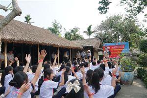 Hoạt động tìm hiểu, khám phá tại di tích Nhà lưu niệm Chủ tịch Hồ Chí Minh ở làng Dương Nỗ, xã Phú Dương, huyện Phú Vang, tỉnh Thừa Thiên Huế