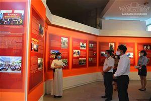"""Khai mạc triển lãm """"Những tấm gương bình dị mà cao quý"""" tại Bảo tàng Hồ Chí Minh"""