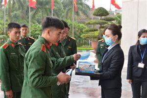 Bảo tàng Hồ Chí Minh phát khẩu trang miễn phí cho khách tham quan