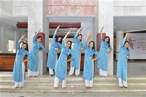 Cán bộ, viên chức và người lao động Bảo tàng Hồ Chí Minh hưởng ứng phong trào tập thể dục do Bộ Văn hóa, Thể thao và Du lịch phát động