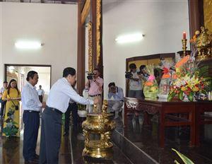 Đồng chí Trần Thanh Mẫn, Bí thư Trung ương Đảng, Chủ tịch Ủy ban Trung ương Mặt trận Tổ quốc Việt Nam viếng Mộ cụ Phó bảng Nguyễn Sinh Sắc
