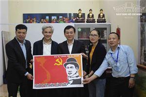 Bảo tàng Hồ Chí Minh tiếp nhận các tác phẩm đạt giải thưởng cuộc thi sáng tác tranh cổ động kỷ niệm 130 năm ngày sinh chủ tịch Hồ Chí Minh