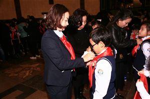 Lễ kết nạp Đội của Trường Tiểu học Trần Quốc Toản tại Bảo tàng Hồ Chí Minh