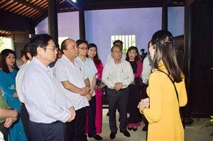 Lãnh đạo Đảng và Nhà nước thăm, dâng hương tại Nhà lưu niệm Chủ tịch Hồ Chí Minh (112 Mai Thúc Loan, thành phố Huế)