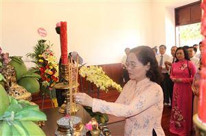 Đoàn Đại biểu Quốc hội và Hội đồng Nhân dân Thành phố Hồ Chí Minh dâng hương, dâng hoa Chủ tịch Hồ Chí Minh nhân kỷ niệm 130 năm ngày sinh Chủ tịch Hồ Chí Minh