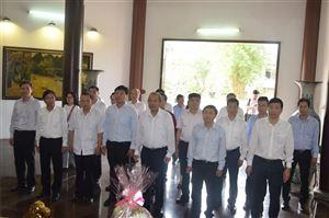 Đoàn công tác của đồng chí Trương Hòa Bình - Phó Thủ tướng Thường trực Chính phủ nước cộng hòa xã hội chủ nghĩa Việt Nam đến viếng hương Cụ phó bảng Nguyễn Sinh Sắc