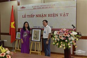 Bảo tàng Hồ Chí Minh tiếp nhận tranh cổ động chân dung Chủ tịch Hồ Chí Minh của Cựu binh Pháp