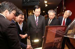 Ứng dụng thiết bị thu phát không dây trong công tác hướng dẫn khách tham quan tại Bảo tàng Hồ Chí Minh