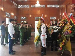 Thứ trưởng Bộ Công an dâng hương tưởng niệm Chủ tịch Hồ Chí Minh tại Khu Di tích Kim Liên