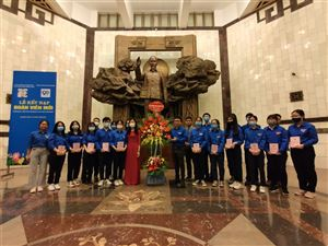 Chi đoàn TNCS Hồ Chí Minh Trường Trung học cơ sở Thành Công, Hà Nội tổ chức Lễ kết nạp đoàn viên tại Bảo tàng Hồ Chí Minh