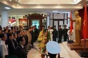 Lãnh đạo tỉnh Thừa Thiên Huế và thành phố Huế dâng hoa lên Chủ tịch Hồ Chí Minh nhân kỷ niệm 89 năm Ngày thành lập Đảng cộng sản Việt Nam