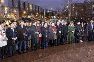 Chủ tịch QH Nguyễn Thị Kim Ngân dâng hoa tượng đài Bác Hồ ở Moscow