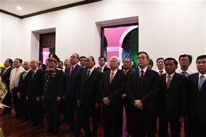 Thủ tướng Chính phủ Nguyễn Xuân Phúc dâng hương, dâng hoa Chủ tịch Hồ Chí Minh tại Bảo tàng Hồ Chí Minh – chi nhánh Thành phố Hồ Chí Minh