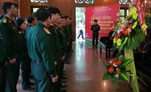 Công đoàn cơ sở Đoàn 195 – Bộ tư lệnh Bảo vệ Lăng Chủ tịch Hồ Chí Minh dâng hoa, báo công tại Khu di tích Kim Liên