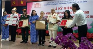 Kỷ vật nhận từ Bác Hồ nay tặng lại Bảo tàng Hồ Chí Minh chi nhánh thành phố Hồ Chí Minh