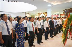 Lễ dâng hoa, báo công của lãnh đạo Tỉnh và Thành phố, khai mạc triển lãm chuyên đề tại Bảo tàng Hồ Chí Minh Thừa Thiên Huế