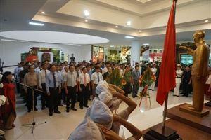Khách tham quan đến với Bảo tàng Hồ Chí Minh và các di tích lưu niệm Chủ tịch Hồ Chí Minh ở Thừa Thiên Huế trong dịp kỷ niệm 129 năm Ngày sinh của Người