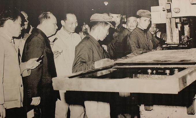 Trước khủng hoảng kinh tế - xã hội của đất nước giai đoạn 1979-1986, Tổng bí thư Trường Chinh đã thâm nhập thực tế, tổng kết kinh nghiệm, tập hợp sáng kiến của nhân dân tìm tòi lý luận và đề nghị với Đảng khởi xướng công cuộc Đổi mới.