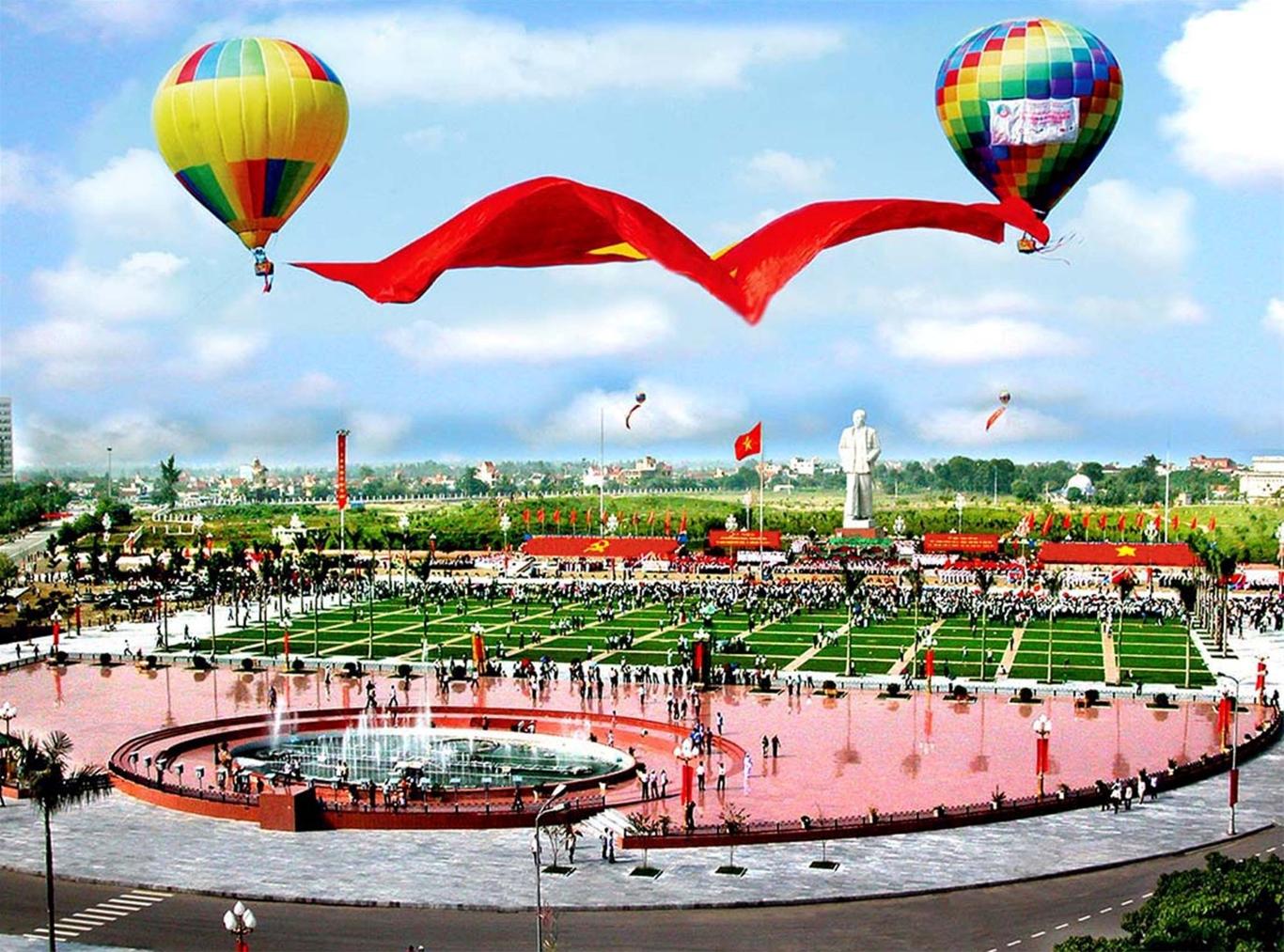 Quảng trường Hồ Chí Minh và tượng đài Chủ tịch Hồ Chí Minh tại thành phố Vinh, tỉnh Nghệ An