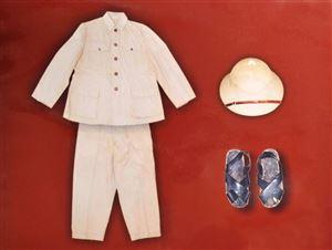 Lịch sử ba bộ quần áo của Bác