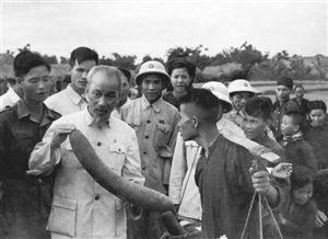 Tư tưởng Hồ Chí Minh về dân chủ và yêu cầu củng cố mối quan hệ giữa Nhà nước và nhân dân trong giai đoạn hiện nay
