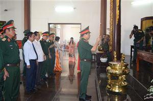Thứ trưởng Bộ Quốc phòng – Thượng tướng Phan Văn Giang viếng mộ cụ Phó bảng Nguyễn Sinh Sắc
