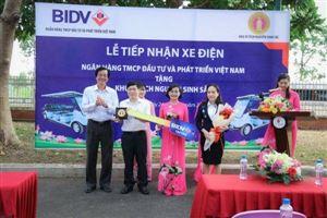 Khu di tích Nguyễn Sinh Sắc tiếp nhận xe điện phục vụ khách tham quan