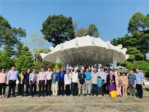 Đoàn nguyên cán bộ lãnh đạo Trung ương Đoàn thanh niên Cộng sản Hồ Chí Minh dâng hương, viếng Cụ phó bảng Nguyễn Sinh Sắc
