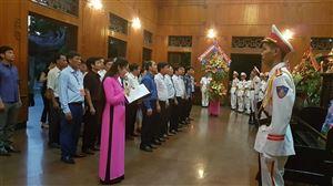 Ban tổ chức Lễ hội Làng Sen dâng hoa, dâng hương tưởng niệm Chủ tịch Hồ Chí Minh tại Khu di tích Kim Liên