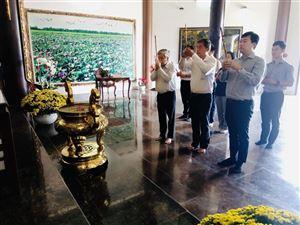 Bí thư Tỉnh ủy Đồng Tháp Lê Quốc Phong viếng Cụ Phó bảng Nguyễn Sinh Sắc dịp Tết Tân Sửu 2021
