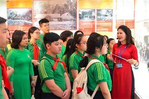 Trường THCS Nguyễn Tri Phương thăm quan thực tế, sinh hoạt chuyên đề tại Bảo tàng Hồ Chí Minh
