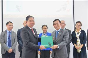 Bảo tàng Hồ Chí Minh tiếp nhận hai ấn phẩm về chủ tịch Hồ Chí Minh bằng tiếng Italia