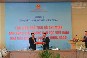 Bảo tàng Hồ Chí Minh tiếp nhận bức tượng quý chân dung Chủ tịch Hồ Chí Minh