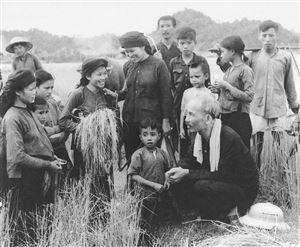 """Kỷ niệm 70 năm tác phẩm """"Dân vận"""" của Chủ tịch Hồ Chí Minh (15/10/1949 - 15/10/2019):  Học và làm theo phương pháp dân vận Hồ Chí Minh"""