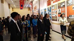"""Bảo tàng Kay xỏn Phôm vi hản Khai mạc triển lãm """"Chủ tịch Xu pha nu vông với Mặt trận Lào xây dựng đất nước"""""""