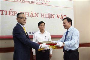 Bảo tàng Hồ Chí Minh tổ chức tiếp nhận những kỷ vật từ gia đình cụ Vương Chí Thành