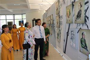 Triển lãm tranh chân dung Bà mẹ Việt Nam anh hùng tại Bảo tàng Hồ Chí Minh Thừa Thiên - Huế