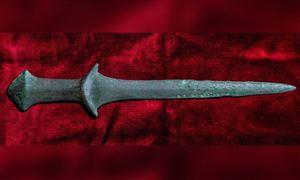 Thanh kiếm 5.000 năm tuổi đặt nhầm chỗ trong bảo tàng