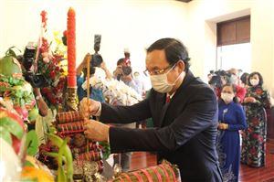 Lãnh đạo Thành phố Hồ Chí Minh dâng hương, dâng hoa Chủ tịch Hồ Chí Minh nhân kỷ niệm 91 năm ngày thành lập Đảng Cộng sản Việt Nam (03/02/1930 – 03/02/2021) và mừng Xuân Tân Sửu 2021