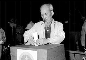 Tư tưởng Hồ Chí Minh về xây dựng chính quyền đi đôi với bảo vệ chính quyền
